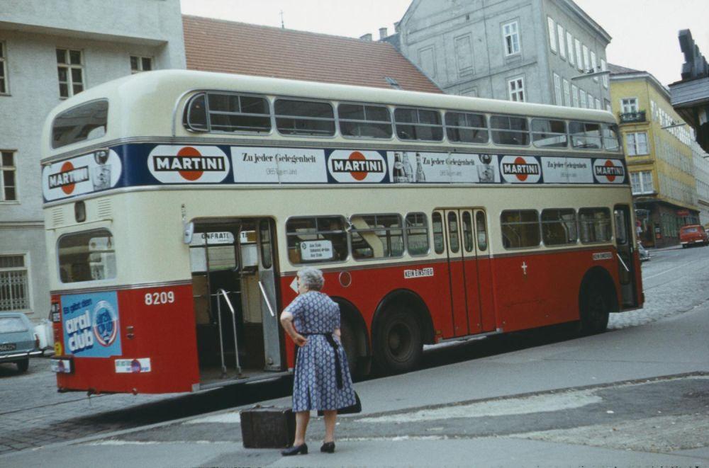 Autobusse und Postbusse in Innsbruck, Wien, Athen ...